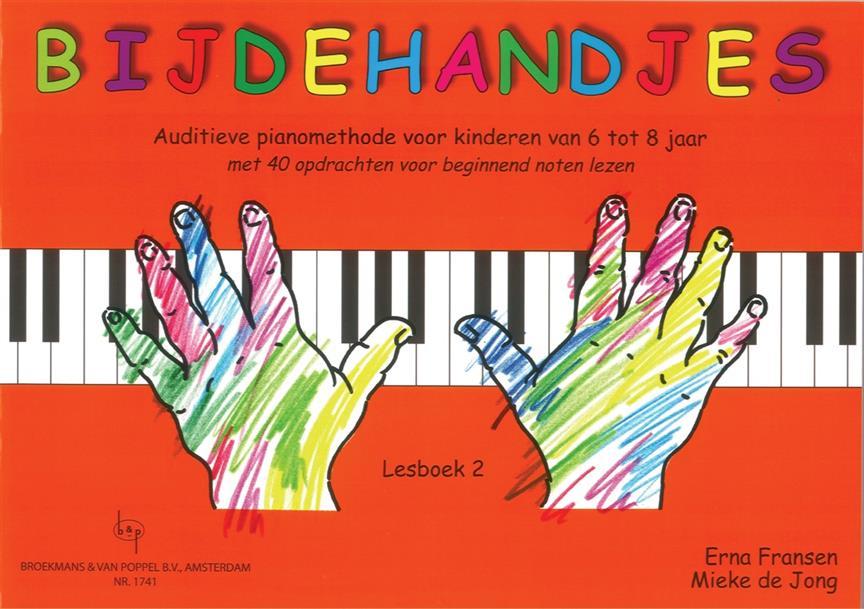 jonge kinderen piano spelen