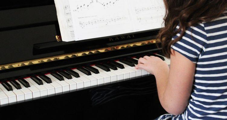 Piano spelen op jonge leeftijd